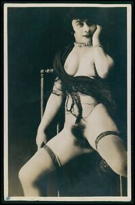 French nude woman seated & defiant Grundworth original old c1925 photo postcard