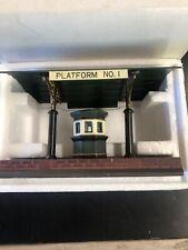 Dept 56 Victoria Station Train Platform #5575-1 Mint In Box