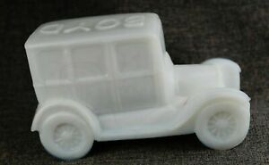 Ford Model T car automobile 1925 figurine Boyd White Milk Art Glass Paperweight