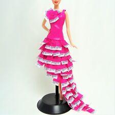 Barbie Collector vestido rosa en Pantone modelo Muse Fit como nuevo fuera de caja