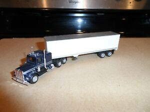 HO SCALE TRACTOR AND TRAILER DARK BLUE AND WHITE