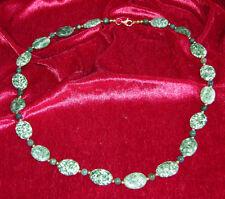 Modernes Collier aus Moosachat und Jadekugeln mit Silber-Schloß (925er) vergold.