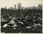 1969+Press+Photo+Thousands+of+Vietnam+Protesters+Lie+Down+in+Central+Park