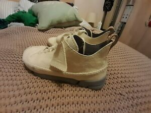 CLARKS ORIGINALS  Trigenic flex shoes. Size 8. Wallabee's.