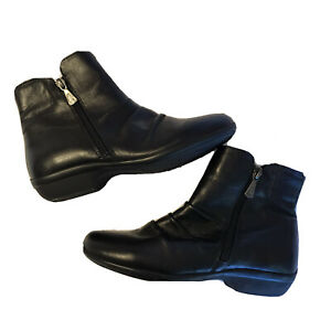 HUSH PUPPIES Paulette Black Leather Ankle Boots Size 5.5 Zip Closure Pleating