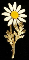 """Vintage Signed Accessocraft Daisy Enamel & Gold Tone Pin 3.25"""" Long 1960's"""