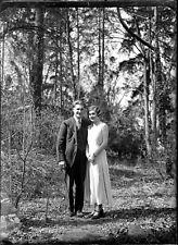 Jeune couple homme femme forêt ancien négatif photo plaque verre c.1930