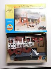 HO Scale 1/87 - AHM - 5873 Speedy Andrew's Repair Shop Building Structure Kit