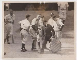 vtg 1930s photo - Bill Dickey Joe McCarthy etc arguing with umpire Yankees