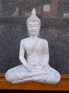 Statua di Buddha in meditazione Thailandia gesto mudra