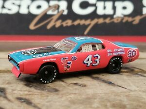 Richard Petty #43 STP 1972 Plymouth Road Runner 1/64 scale RCCA RCI Action