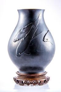 Japanese Antique Carp Bronze Vase by Katsuhiro Kagawa & Gyoko Akasofu, Meiji Era