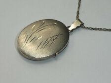 Antikes Medaillon Anhänger an Silberkette mattiert graviert Silber 835