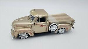 JADA - STREET LOW - 1:24 - 1953 Chevy 3100 Pickup Lowrider - Gold w/Pinstripe