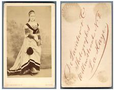 De Lavieter, La Haye Une dame en costume traditionnel pose CDV vintage albumen c