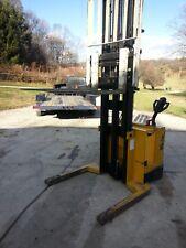 Yale electric walkie stacker pallet jack forklift with side shift  Newark ohio