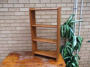 CLASSIC VINTAGE WOODEN DISPLAY UNIT. 4 SHELVES. GOOD CONDITION
