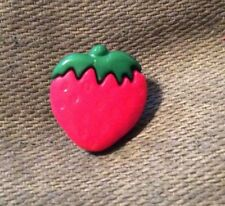 DILL BUTTONS #251013 STRAWBERRIES- SHANK--15 MM---- 6 IN A SET