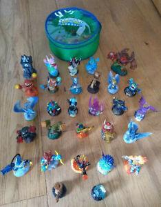 Mixed bundle 29 Skylanders figures - Swap Force Giants Spyro's Adventure + case