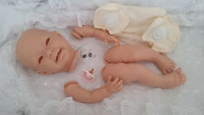 """Kit Muñeca Reborn Bebé """"Susie"""" extremidad completa + 20 in (approx. 50.80 cm) cuerpo de disco de imitación demandó + Maniquí Rosa."""