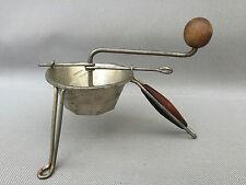 Ancienne véritable petite Moulinette presse purée déco cuisine vintage