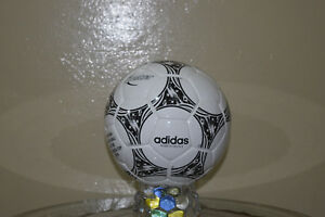 BID::Adidas Official Match-Ball of FIFA World Cup 1994 Leather Football Size 5.