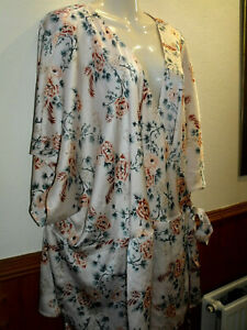 BRAND NEW - NEW LOOK CURVES WRAPOVER TOP - SIZE 32