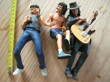 3 FIGURINES ACDC  (manque quelques accesoires et suports) ANGUS YOUNG... (oh)