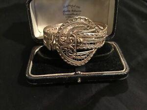 Pretty Vintage Silver Filligree Buckle Hinged Bracelet/Bangle #5407