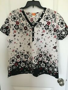 WOMANS SCRUB TOP SIZE XL NRG BY BARCO  BLACK RED & WHITE FLOWERS ON WHITE