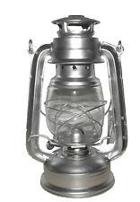 Lampe lanterne tempête à pétrole