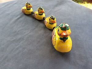 Schylling Duck Family Tin Wind Up Toy No Key