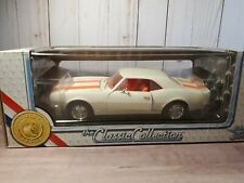 Classic Collection 1967 Chevy Camaro Z/28 1:18 Scale Diecast Car Road Legends