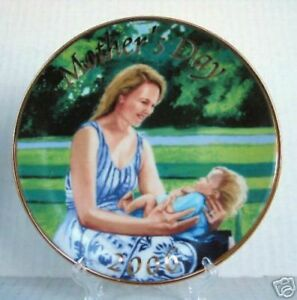 Avon Mother's Day Plate 2006 Colin Bootman Mother Child Porcelain Gold Trim Gift