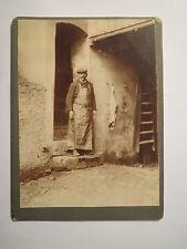 Fleischer - Schlachter vor einem Haus - um 1900 / kleines KAB
