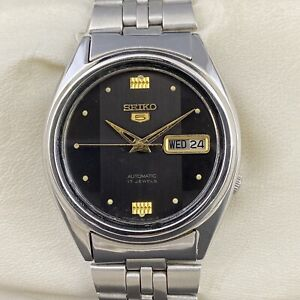 Vintage Seiko 5 Automatic 17 Jewels Cal.7009A Day-Date Men's Wrist Watch