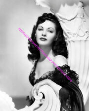 """ACTRESS YVONNE DE CARLO ABSOLUTELY GORGEOUS """"LILY MUNSTER"""" 8x10 PHOTO A-YD7"""