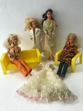Antik alte Barbie Vintage Mattel INC mit Bekleidung und Möbel (Jh. 2x1966.78,93)