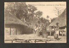 Village SAUSSAI (SENEGAL) FEMMES PILEUSES de MIL en gros plan