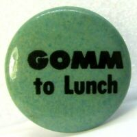1970s Vintage Pinback Pin Button Ian GOMM TO LUNCH Singer