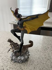 Batgirl - Barbara Gordon Sideshow Collectibles Premium Format Figure