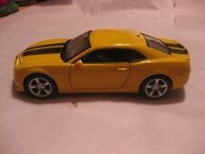 2010 Chevrolet Camaro SS RS In A Yellow & Black Striped 124 Scale Diecast  dc547