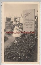 (F8859) Orig. Foto Erfurt (?), Kind Rosemarie am Grab ihrer Mutter Friedel Gogle