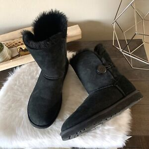 UGG Australia 5803 Bailey Womens Sz 8 M Black Button Suede Sheepskin Boots