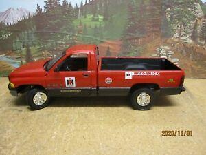 IH Custom Farm Service Dodge Pick-up