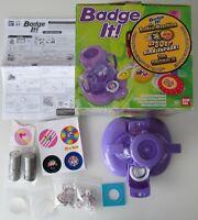 FAST WIE NEU: Original Bandai Badge It! In OVP mit ANLEITUNG + 15 Buttons EXTRA!