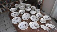 Service de 80 pièces en porcelaine de Limoges BERNARDAUD & C°.