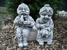 Steinfigur Kantenhocker Oma und Opa Set  Frostfest Steinguss Garten Deko