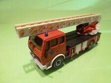 SIKU 2819 MERCEDES BENZ 2232 DL30 FIRE ENGINE AERIAL LADDER - RED 1:55