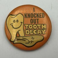 "1977 Vintage I KNOCKED OUT TOOTH DECAY Dentist 1-3/4"" Button Pinback Pin   P2"